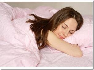 sieviete miega