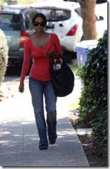 halle-berry-steps-out-in-the-hollywood-hills8-194x300