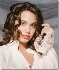 Angelina Jolie frizūras 1990