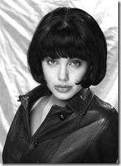 Angelina Jolie frizūras 1992