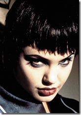 Angelina Jolie frizūras 1999