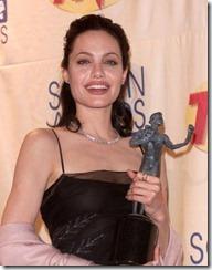 Angelina Jolie frizūras 2000