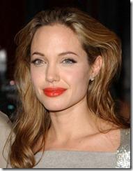 Angelina Jolie frizūras 2005