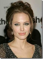 Angelina Jolie frizūras 2006