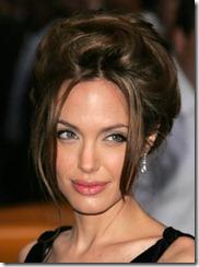 Angelina Jolie frizūras 2007