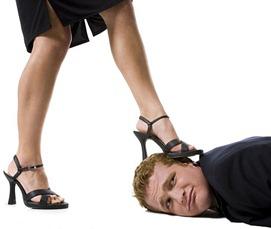 agresiva sieviete