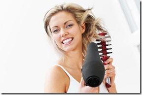 sieviete veido frizuru (2)