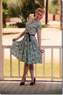 sieviete_kleitā