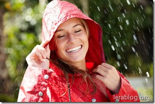 sieviete_un_lietus